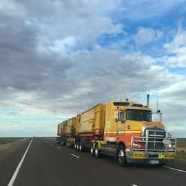 Reasons to Start a Career in Trucking Industry